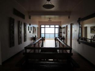 Potter's Ridge Tagaytay Hotel Tagaytay - Entrance