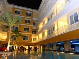 Sylvia Hotel Kupang Kupang - pool