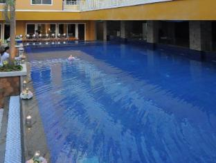 Sylvia Hotel Kupang Kupang - outdoor pool