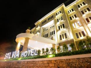 Sylvia Hotel Kupang Kupang - entrance