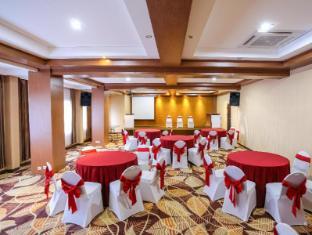 Sylvia Hotel Kupang Kupang - meeting room