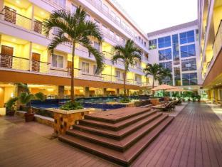 Sylvia Hotel Kupang Kupang - swimming pool