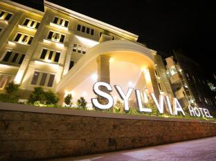 Sylvia Hotel Kupang Kupang - front view