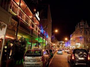 Urban Chic Hotel Cape Town - Night Life
