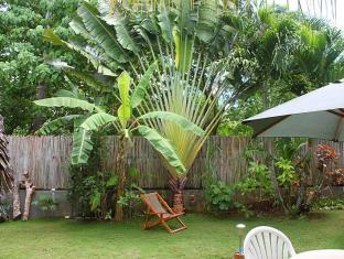 Alumbung Tropical Living Panglao Island - Garden by the cottages