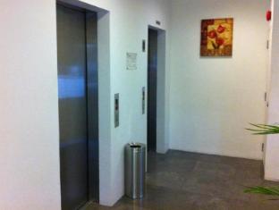 Innotel Singapore - Lift Lobby