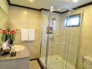 Top North Hotel Chiang Mai - Bathroom