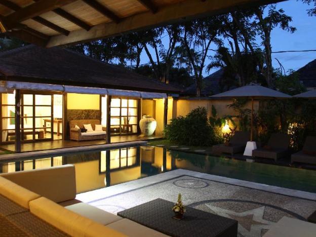 4bedroom spacious Villa Acacias