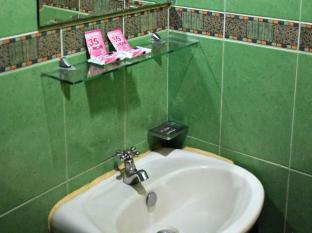 Big Apple Hotel & Bar Davao City - Bathroom