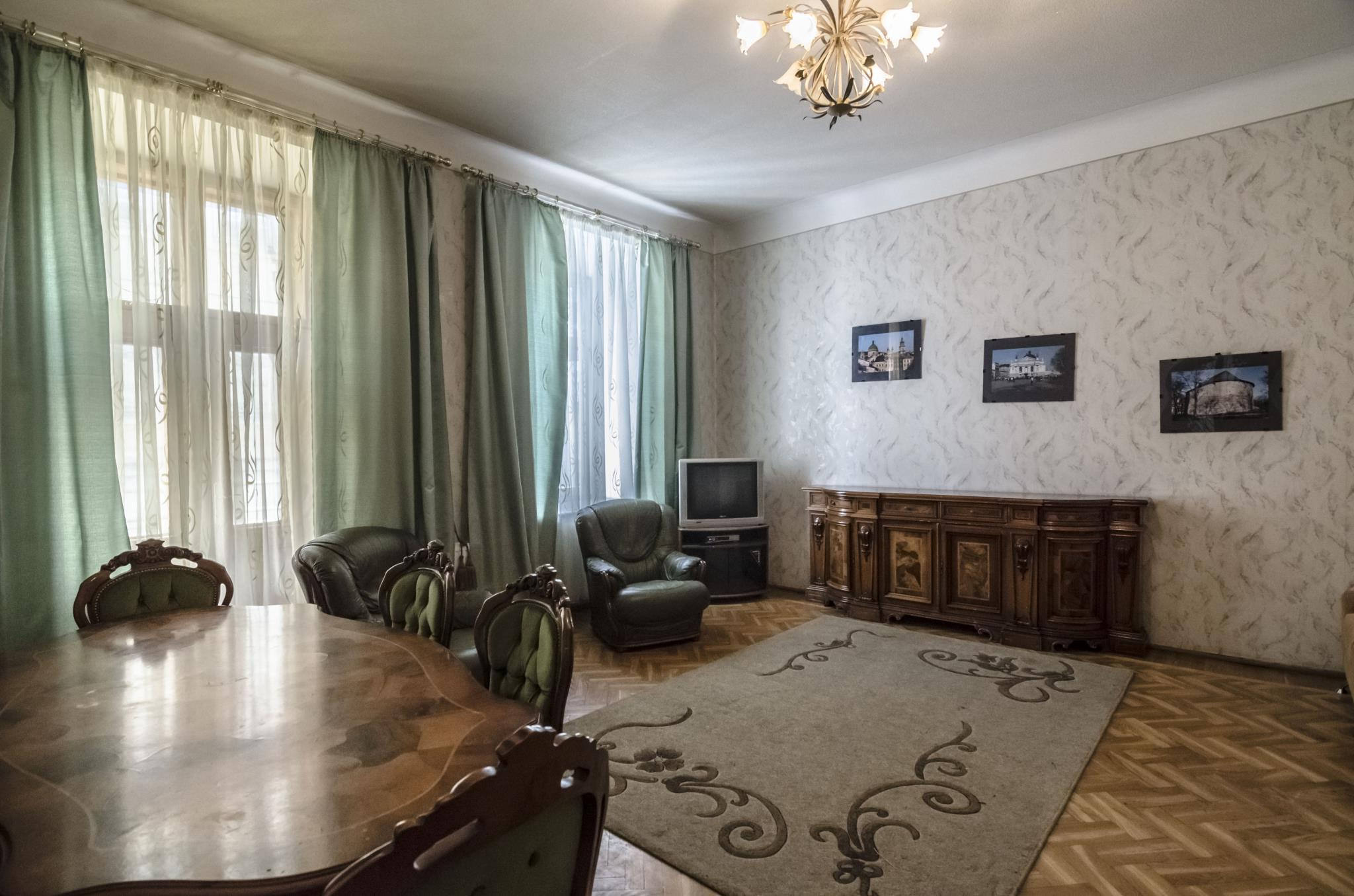 Two Bedrooms Apartment On L.Ukrainky 37