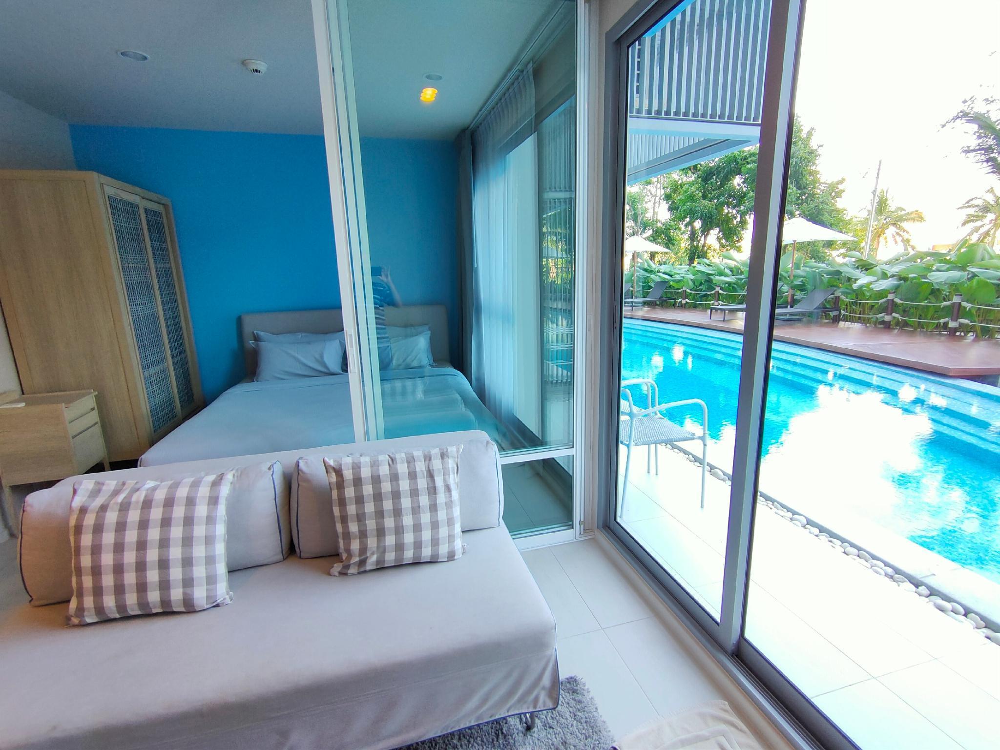 BLU 1 Bed Pool Access