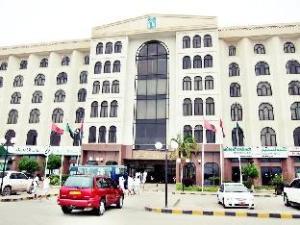 โรงแรมฮัมดันพลาซ่า (Hamdan Plaza Hotel)