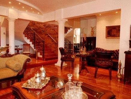 Aristo Manor Luxury Guesthouse