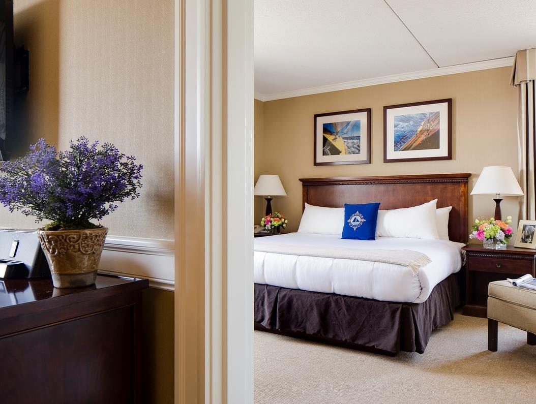 Salem Waterfront Hotel And Suites