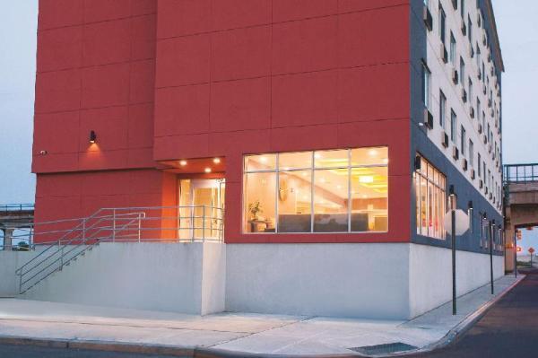 La Quinta Inn & Suites Far Rockaway - JFK Airport New York