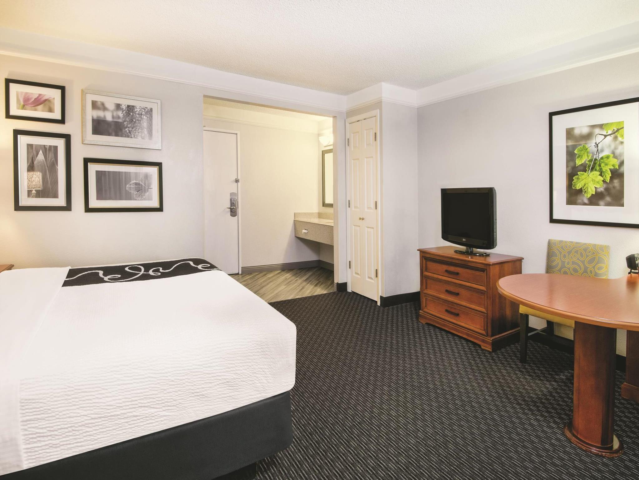 La Quinta Inn & Suites By Wyndham Houston Baytown East