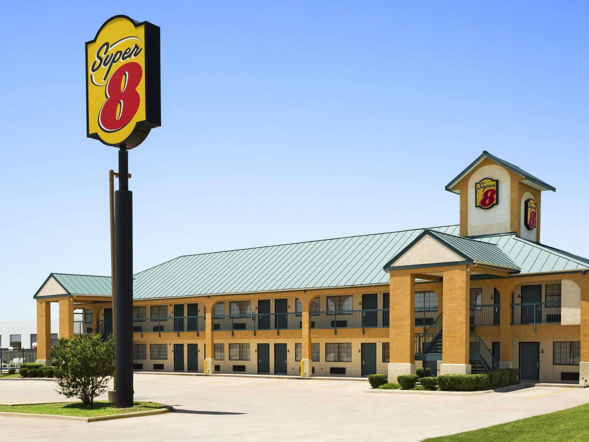 Super 8 By Wyndham Grand Prairie Southwest