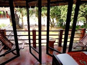 班沙巴旅店 (Ban Sabai Bungalow)