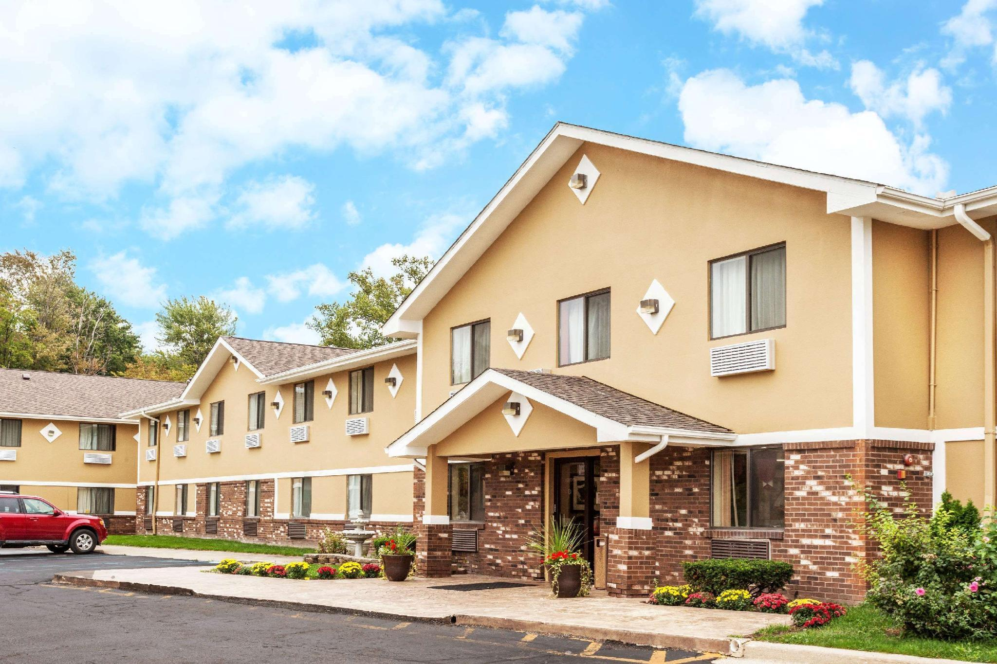 Super 8 By Wyndham Sterling Heights Detroit Area