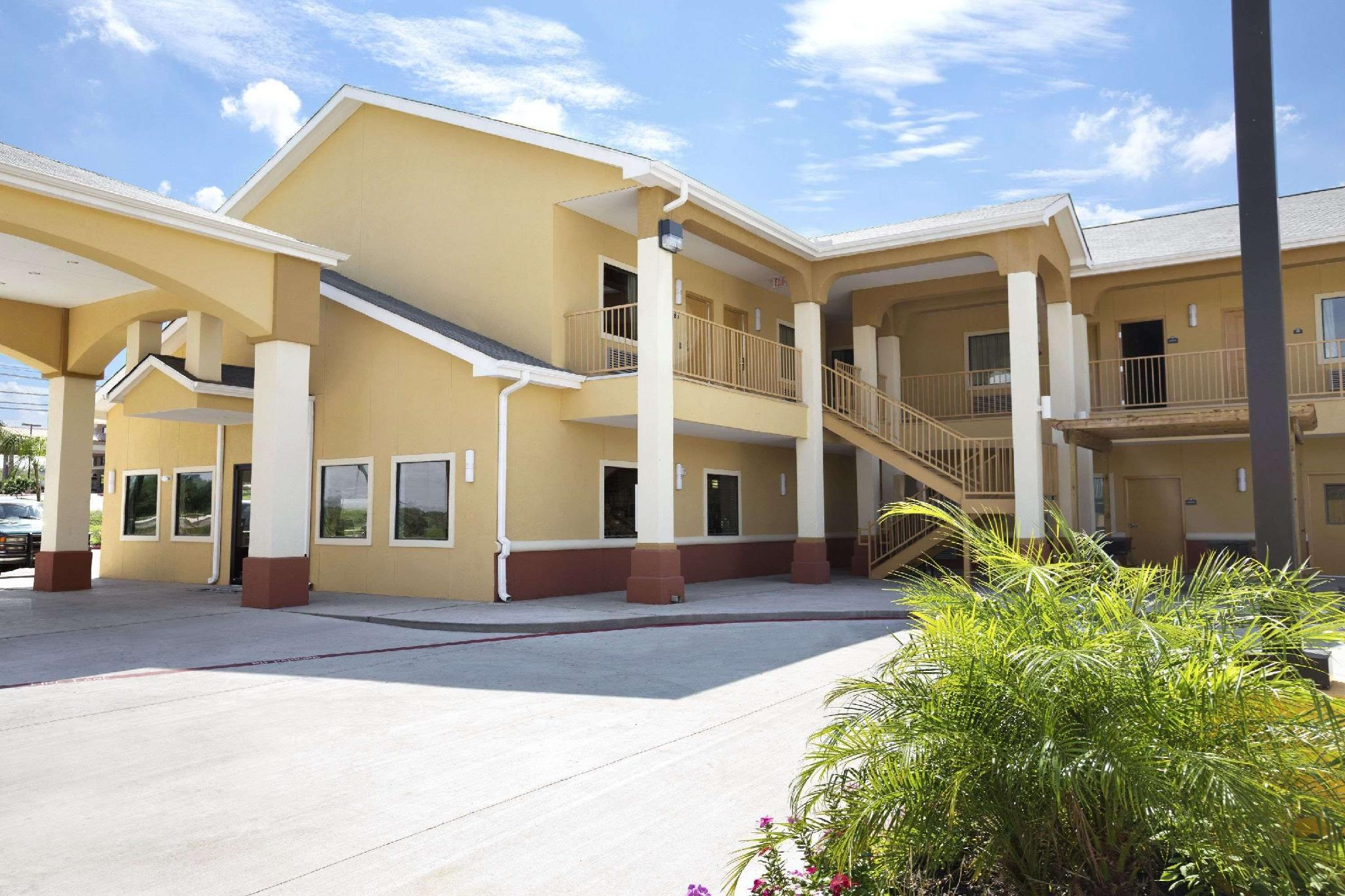 Days Inn And Suites By Wyndham Gonzales