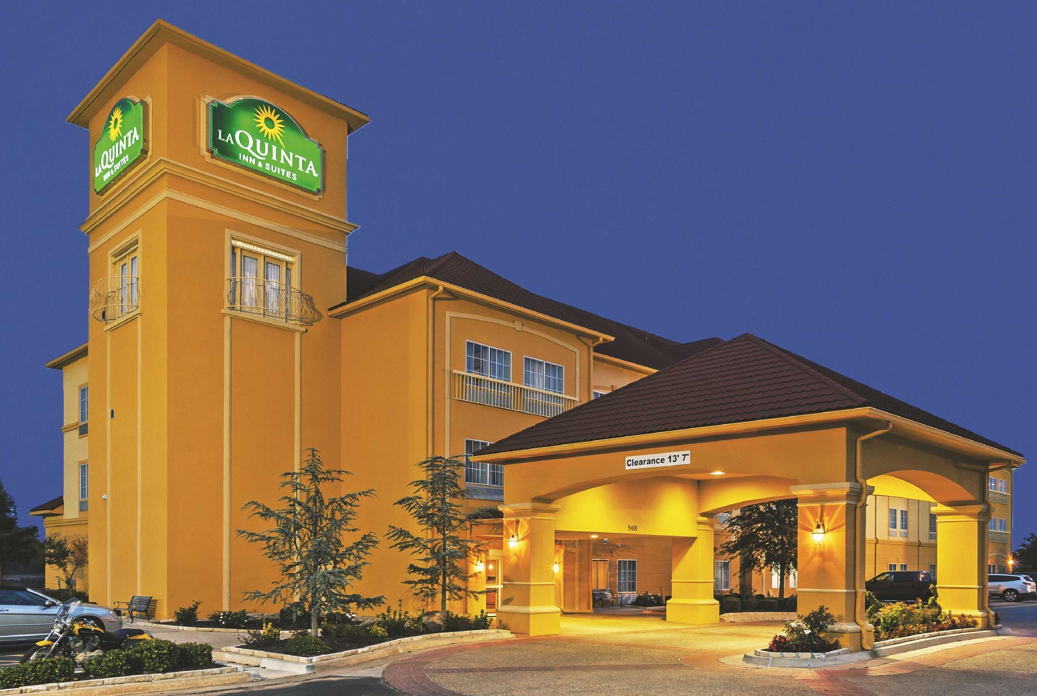 La Quinta Inn And Suites By Wyndham Shawnee
