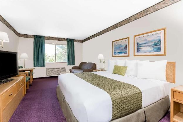 Days Inn by Wyndham Ocean Shores