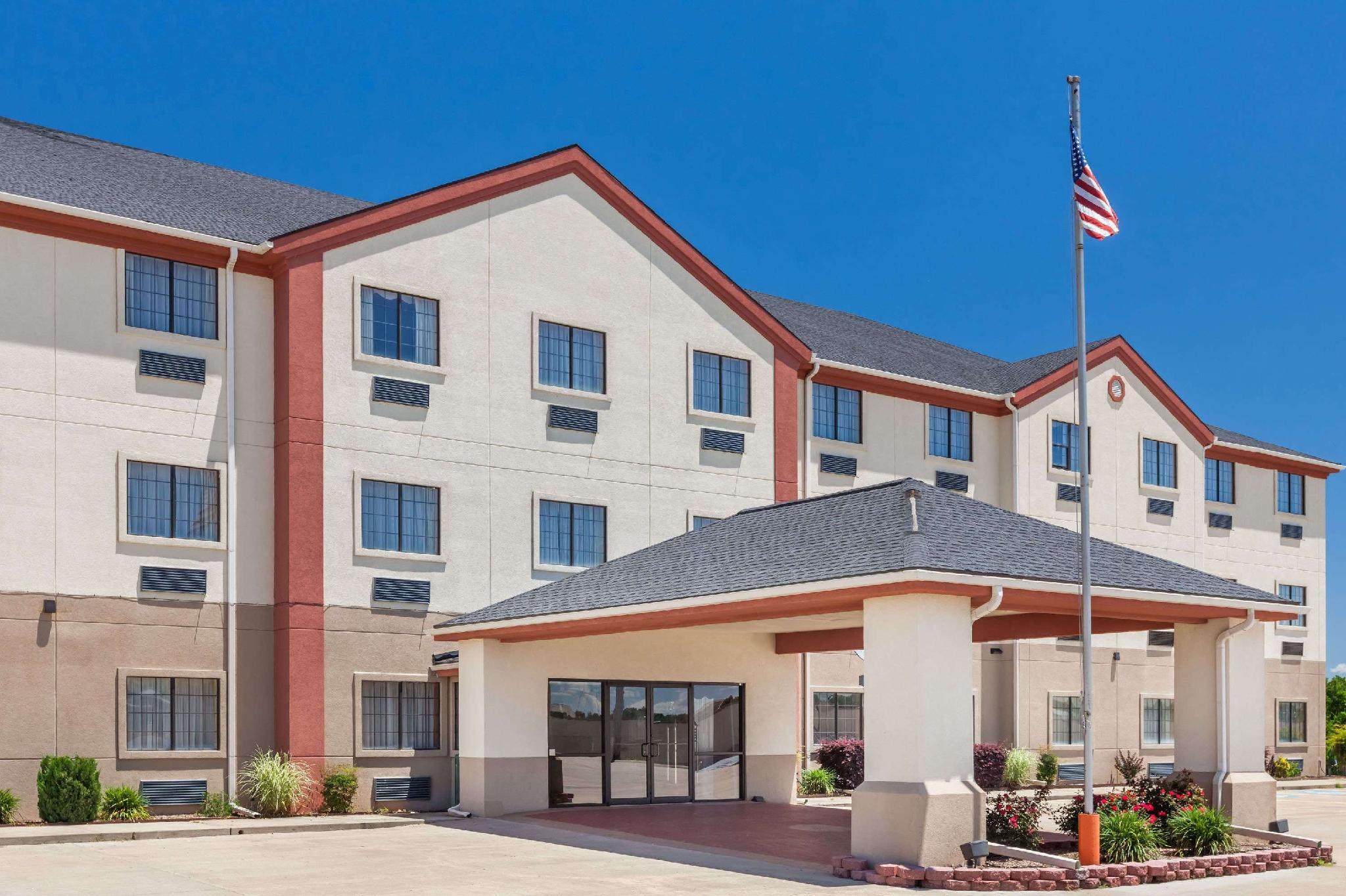 Days Inn And Suites By Wyndham McAlester
