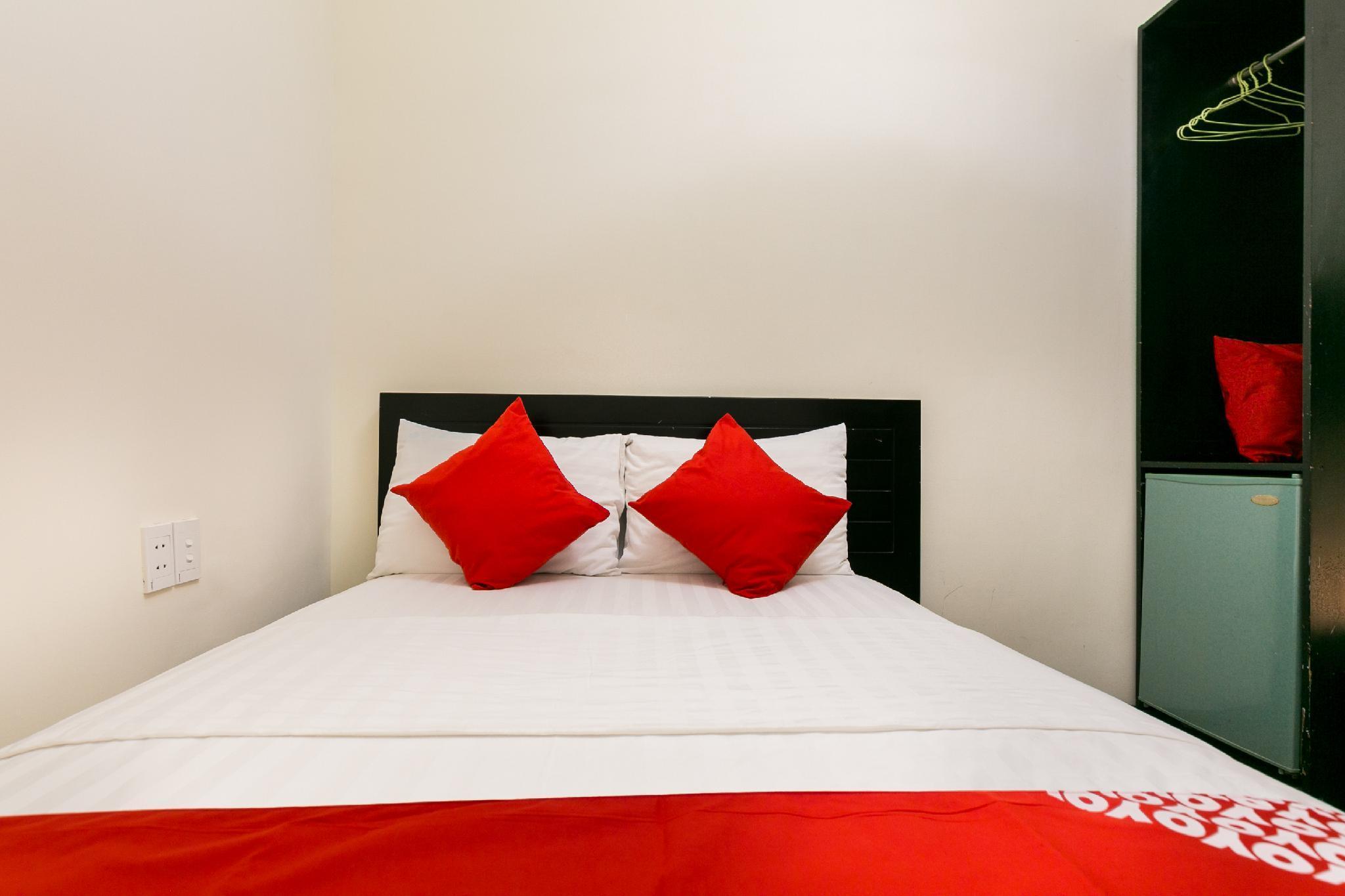 OYO 438 Small Bay Hotel