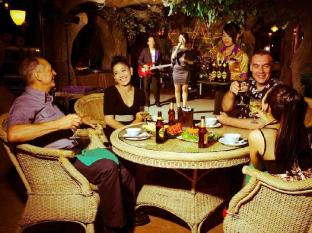 Hotel Luxury World Phnom Penh - The Level 8 Restaurant - Live Band