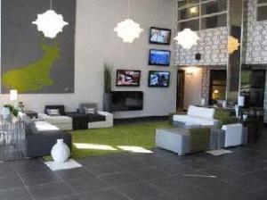 Tentang Sandman Hotel & Suites Calgary South (Sandman Hotel & Suites Calgary South)