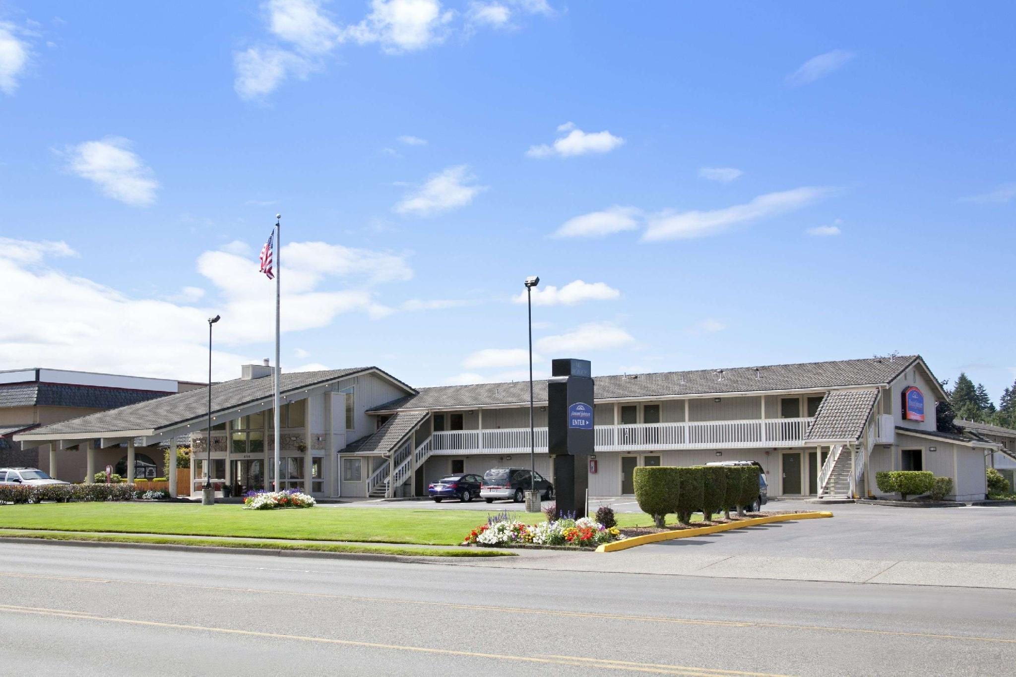 Howard Johnson Hotel And Suites By Wyndham Tacoma