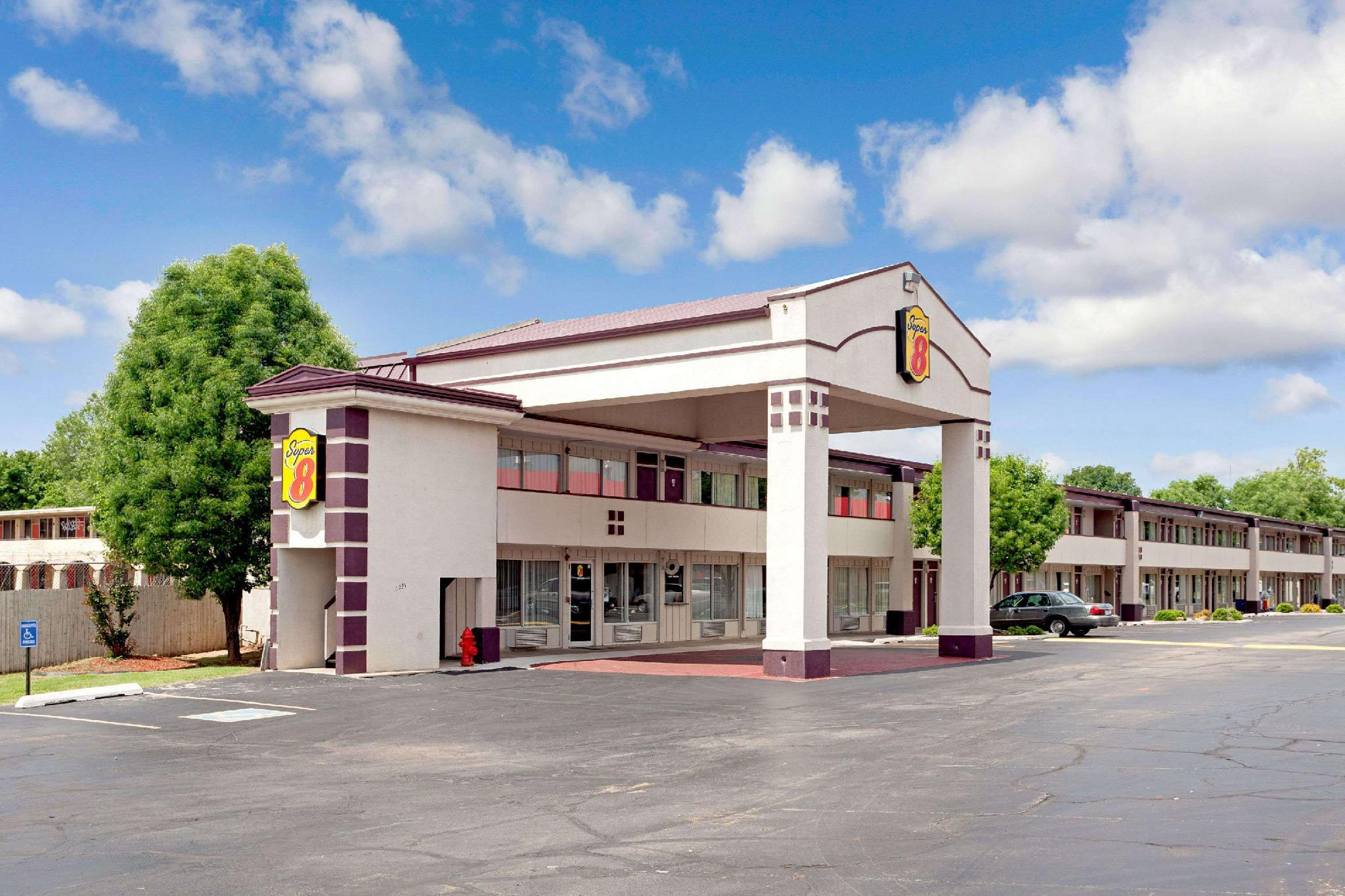 Super 8 By Wyndham Oklahoma Frontier City