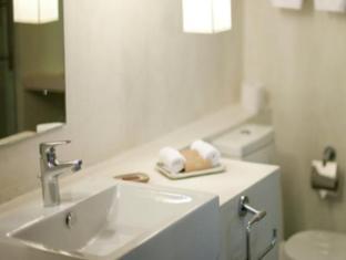 Jetwing Blue Negombo - Super Deluxe Bathroom