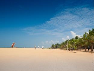 Jetwing Blue Negombo - Hotel Beach Area