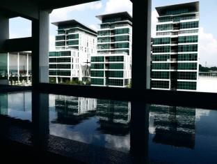 Ruemz Hotel Kuala Lumpur - Swimming Pool