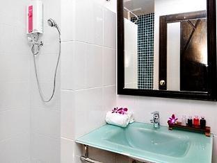 The BluEco Hotel Phuket - Bathroom