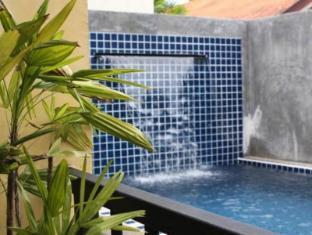 Taro Hotel פוקט - בריכת שחיה