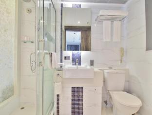 The Bauhinia Hotel-TST Hong Kong - Premium Room Bathroom