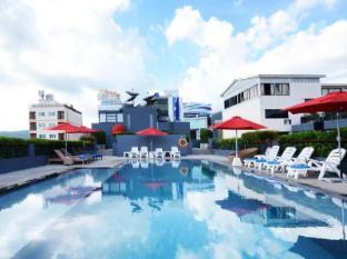 The Lantern Resorts Patong Phuket - Rooftop Swimming Pool
