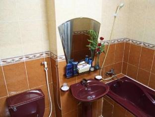 Thien Vu Hotel Ho Chi Minh City - Bathroom with bathtub