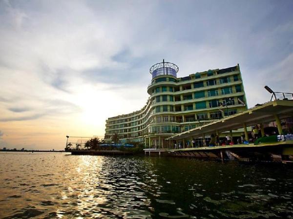 The Hanoi Club Hotel & Lake Palais Residences Hanoi