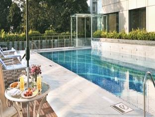 Fortune Select Loudon Kolkata - Swimming Pool