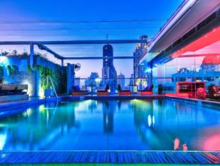 Galleria 10 Sukhumvit by Compass Hospitality Bangkok - Swimming Pool