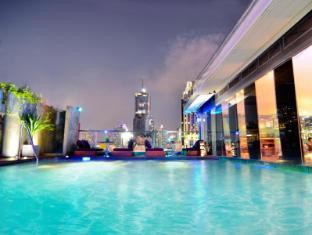 Galleria 10 Sukhumvit by Compass Hospitality Bangkok - Rooftop Swimming Pool