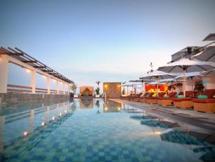 The ONE Legian Hotel Bali - Piscine