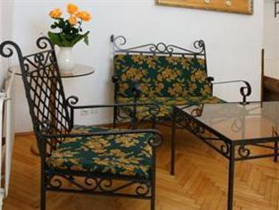 Hotel U Zlateho Jelena - Golden Deer Prague - Guest Room