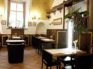 Hotel U Zlateho Jelena - Golden Deer Prague - Restaurant