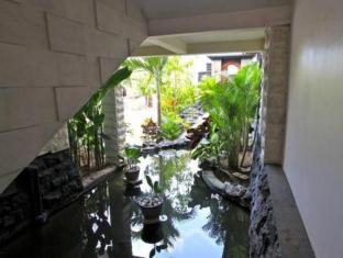 Jimbaran Cliffs Private Hotel & Spa Bali - Lobby pond