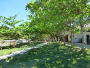 Talima Beach Villas & Dive Resort Mactan Island - Bahçe