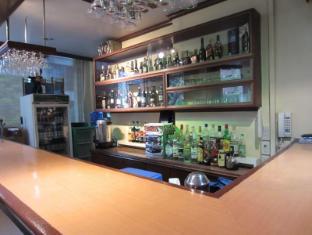 Rosas Garden Hotel Manila - Mercedes Music Bar and Restaurant